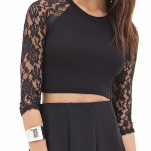 Lace sleeve crop top